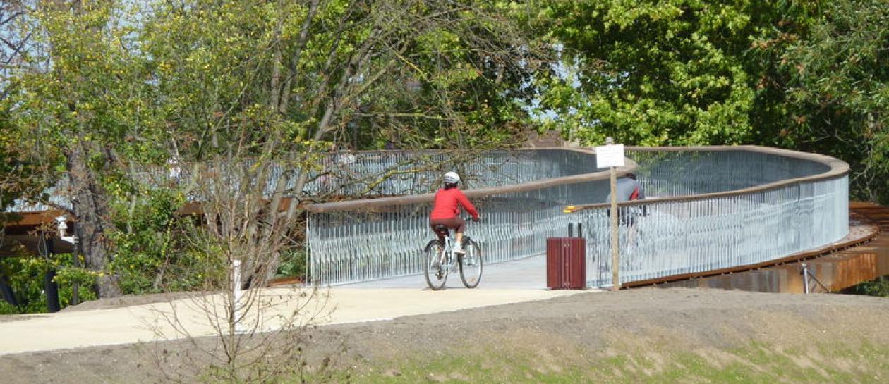 Gallicourts footbridge