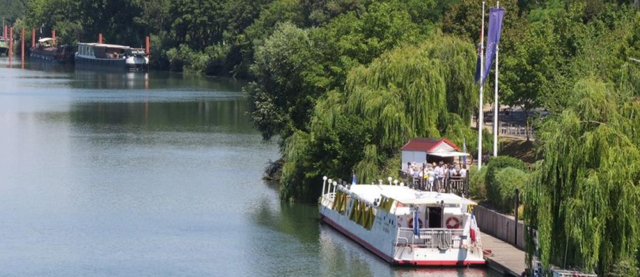 Organize your own Seine cruise
