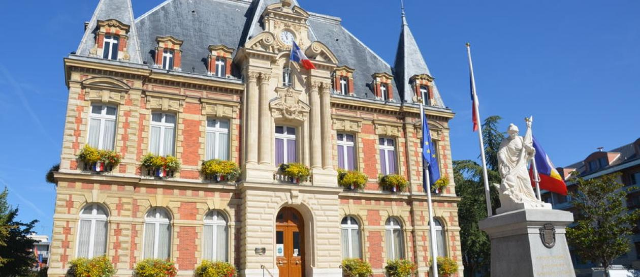 Group guided tour of Rueil-Malmaison town center
