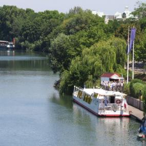 Organize your own Seine cruise