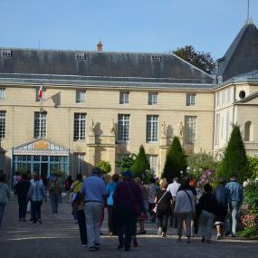Group guided tour of the Château de Malmaison